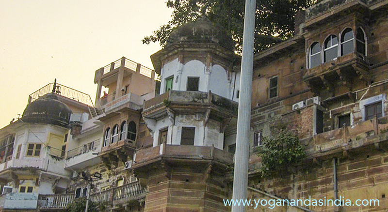 Sri Yukteswar's rented rooms where his mother lived and where he had his Pranab Ashram hermitage. We can just imagine him standing here on his balcony overlooking the Ganges.   It is also here that he had the young Yogananda come, right after they first met at the Bengalitola market of Varanasi, when he told him to go back to his family home in Kolkata and resume his studies.