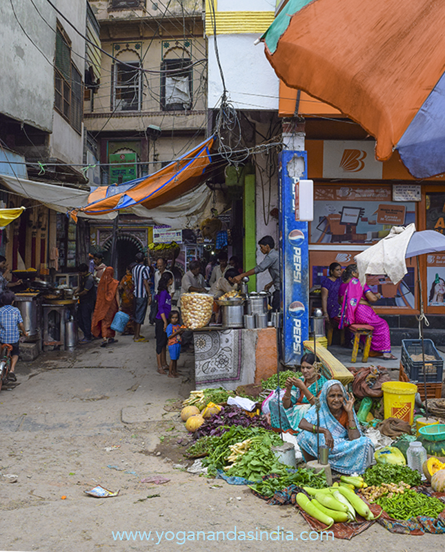 This is probably the narrow lane at the Bengalitola market where Yogananda met his guru Sri Yukteswar for the first time in 1910. At that time Yogananda (still Mukunda - he had not yet become a Swami) had moved here right after high school and was living in an ashram nearby.